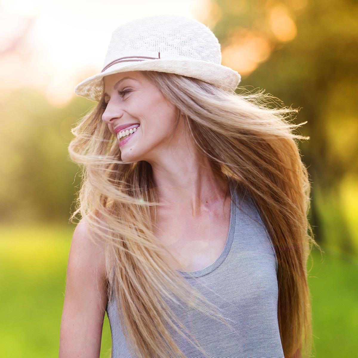 Vlasy, pleť i nehty se potřebují po horkém létě dostat opět do formy. Jak na to radí známá česká bylinkářka Jarmila Podhorná.