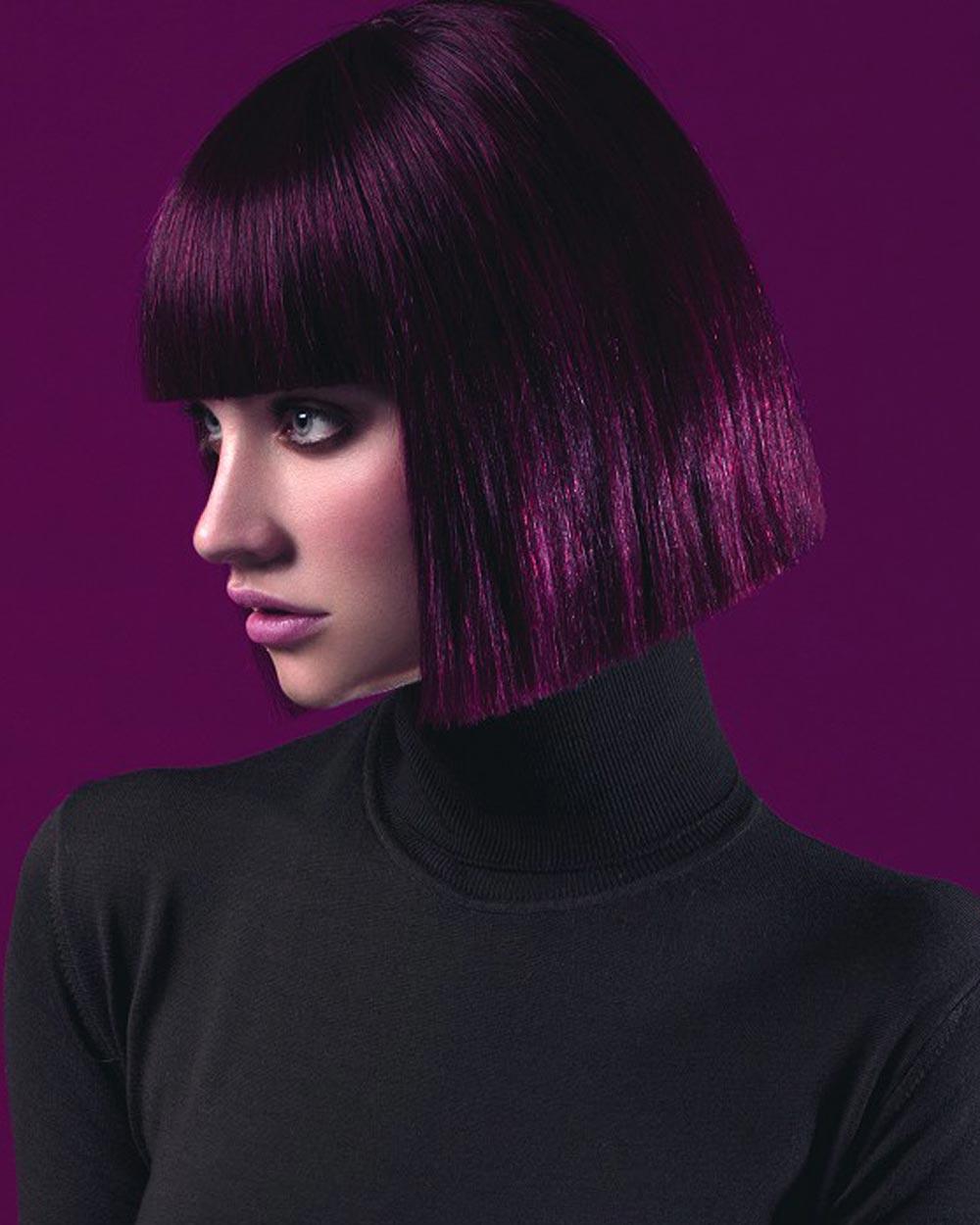 Tipy na účesy pro září 2015 – čistokrevní mikádo v barvě lesních ostružin. Účes je z kolekce VOG – Colour Full (vlasy: Robin Navarro-Harraga – VOG COIFFURE, foto: Lucie Bremeault, make-up: Fanny Maurer, styling: Nikky Chicanot.)
