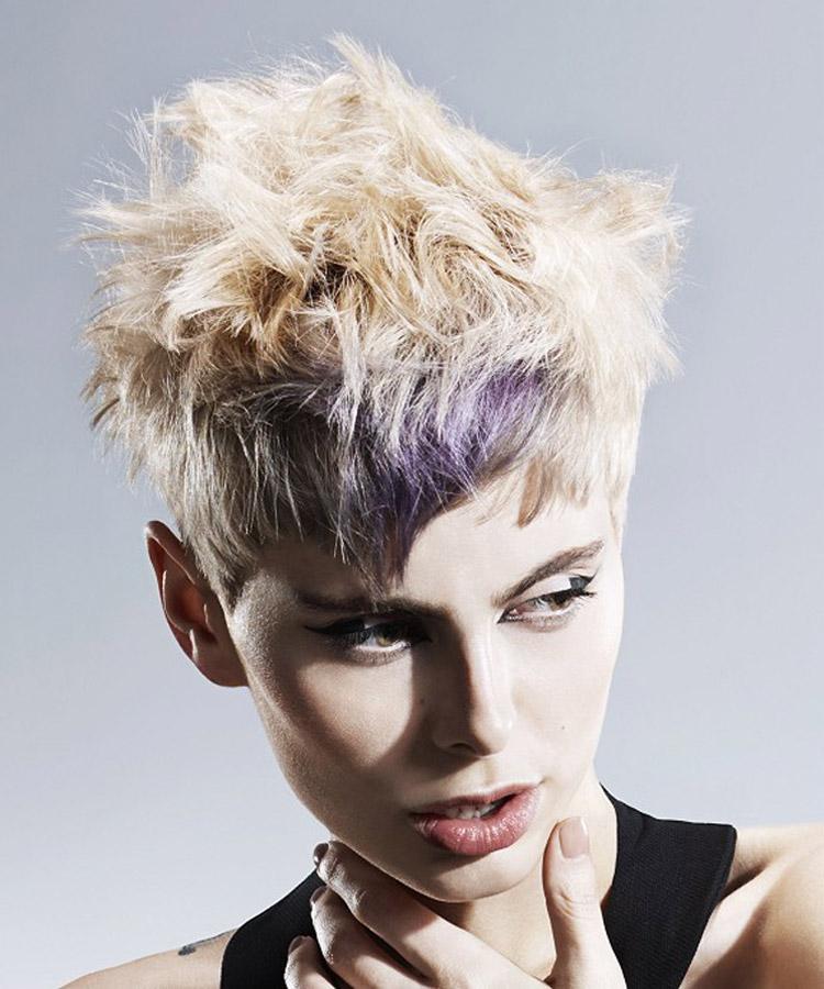 Barva vlasů umí rovněž opticky protáhnout i extrémně kulatý obličej. Je ideální doplněk pro účes pro kulatý obličej. Účes je z kolekce Reed Hair Artistic Team – Faye Meredith, Adam Dyer, Georgie Tucker, Pheobe Hall. (Foto: John Rawson)