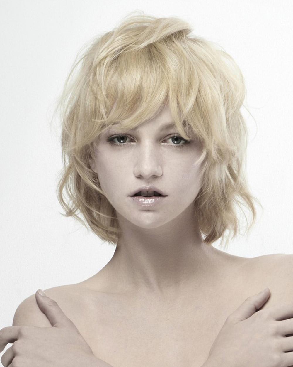 Blond wob pro jemné vlasy (L'anza – Purity Collection, vlasy: Matt Swinney, Ammon Carver & Natasja Keijzer for L'ANZA, produkty: L'ANZA, asistent: Mark Dolan, make-up: Chico Mitsui, foto: David Byun.)