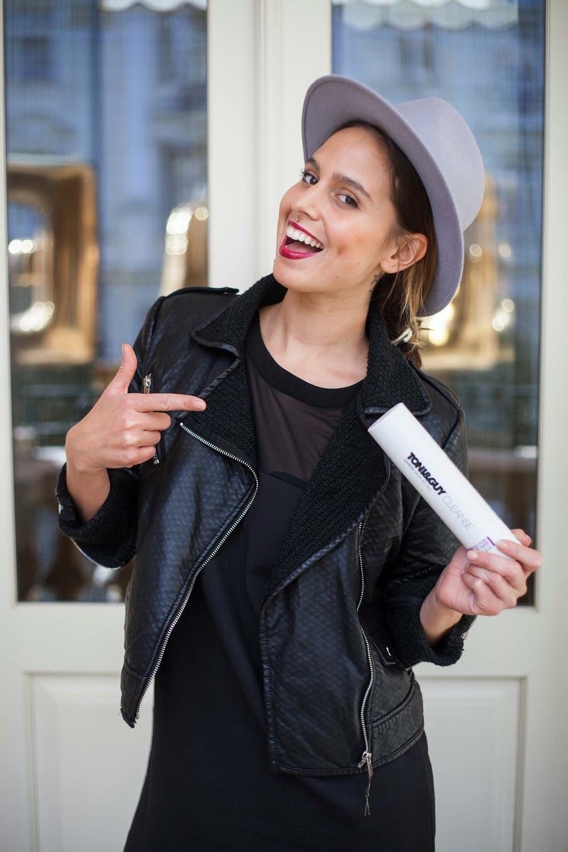 Kateřina Muratová, ambasadorka značky Fibreplex a Style Director Toni&Guy, školí české kadeřníky, jak tuto revoluční novinku od Schwarzkopf v procesu barvení, odbarvování a zesvětlování vlasů používat.