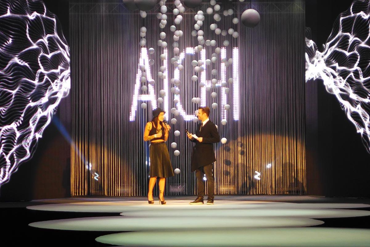 Loňská vítězka AICHI 2014 Adéla Kodetová a Leoš Mareš na galavečeru AICHI 2015.