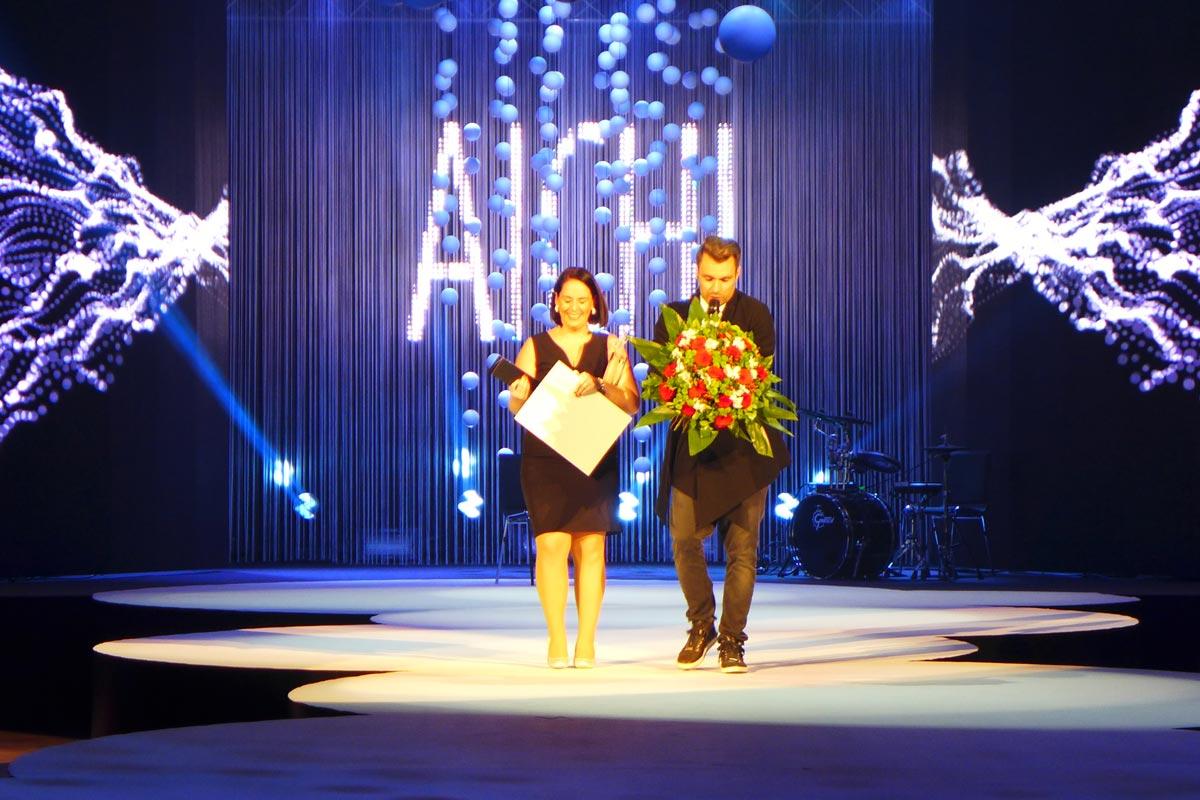 Vítězkou AICHI 2015 je Lucie Ungrová z Kadeřnictví Mondani v Židlochovicích. Lucie získala také cenu čtenářů Ona online deníku iDnes.cz.