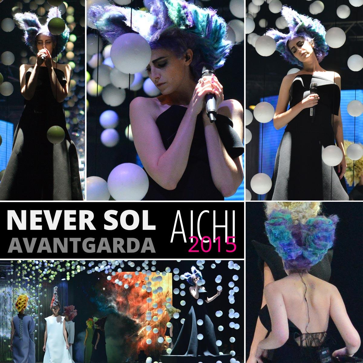 Součástí přehlídky účesové avantgardy bylo vystoupení zpěvačky Never Sol