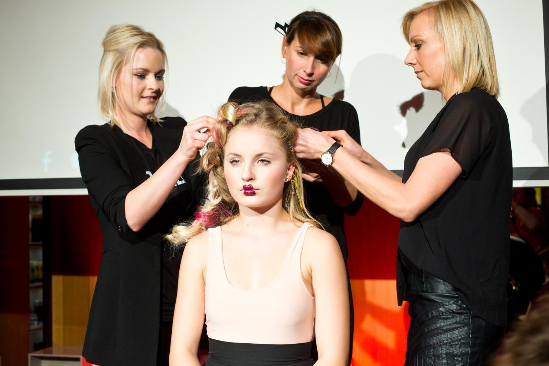 Petra Měchurová se svými kolegyněmi se předvedly ve vlasové show