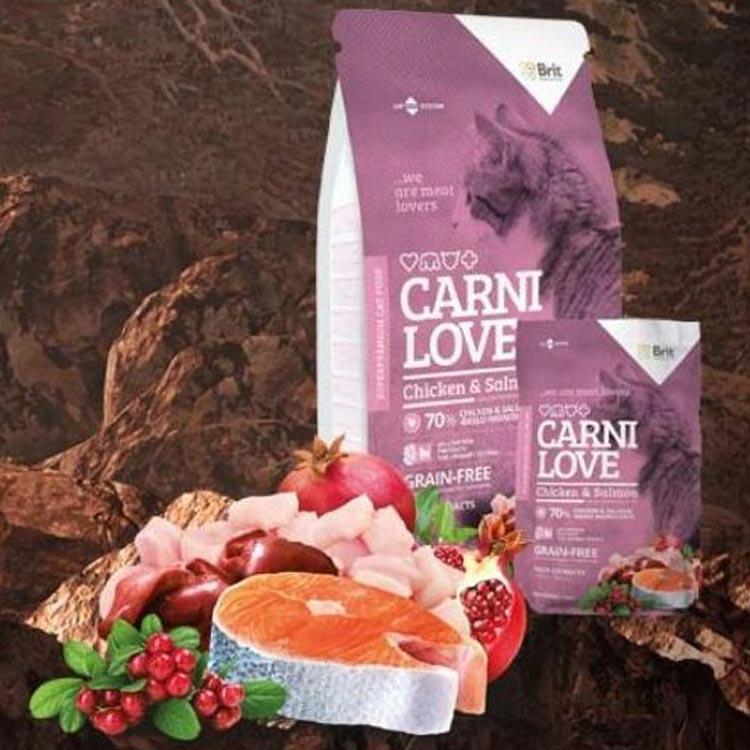 Prémiové krmivo pro kočky Carnilove Chicken & Salmon Cat neobsahuje žádné obiloviny a granule obsahují až 70 % kuřecího a lososího masa.