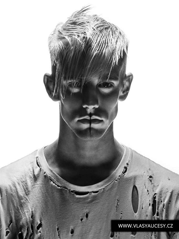 Wet efekt, neboli mokrý look pro pánské účesy 2016 je skutečně horký tip. Chce to jen dobrý střih a správnou vlasovou kosmetiku. (Pánský účes je z kolekce Jules Togniny.)