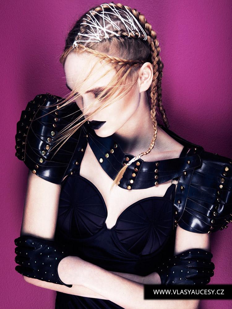 Dlouhé vlasy 2016 jako účesy zdobené vetkávanými tkaničkami a výšivkami. (Brian Gallagher / British Hairdressing Awards 2015)