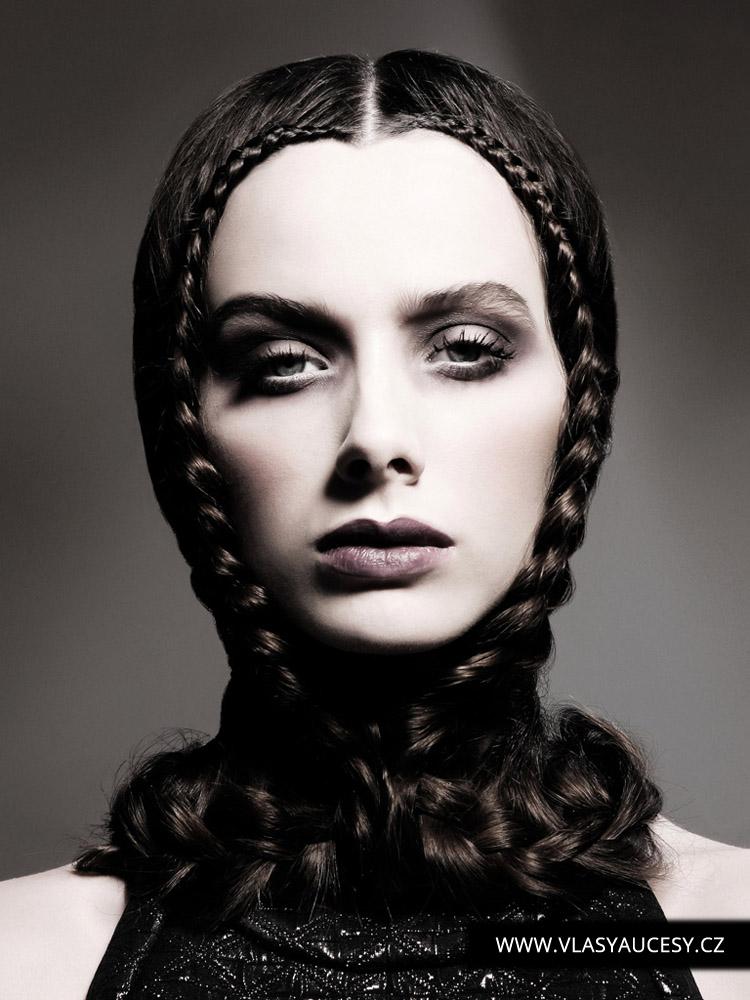 Dlouhé vlasy 2016 sevřené v obřích náhrdelnících nebo vlastních vlasech. (Keith Kane / British Hairdressing Awards 2015)