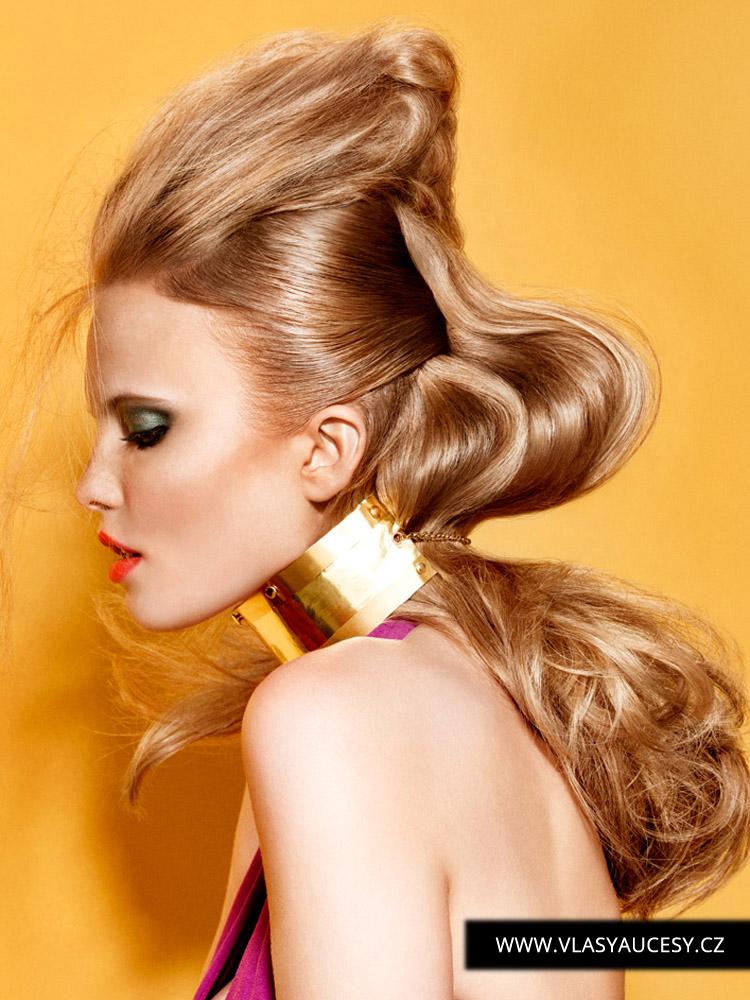 Dlouhé vlasy 2016 sevřené v obřích náhrdelnících nebo vlastních vlasech. (Melanie Jefferson / British Hairdressing Awards 2015)