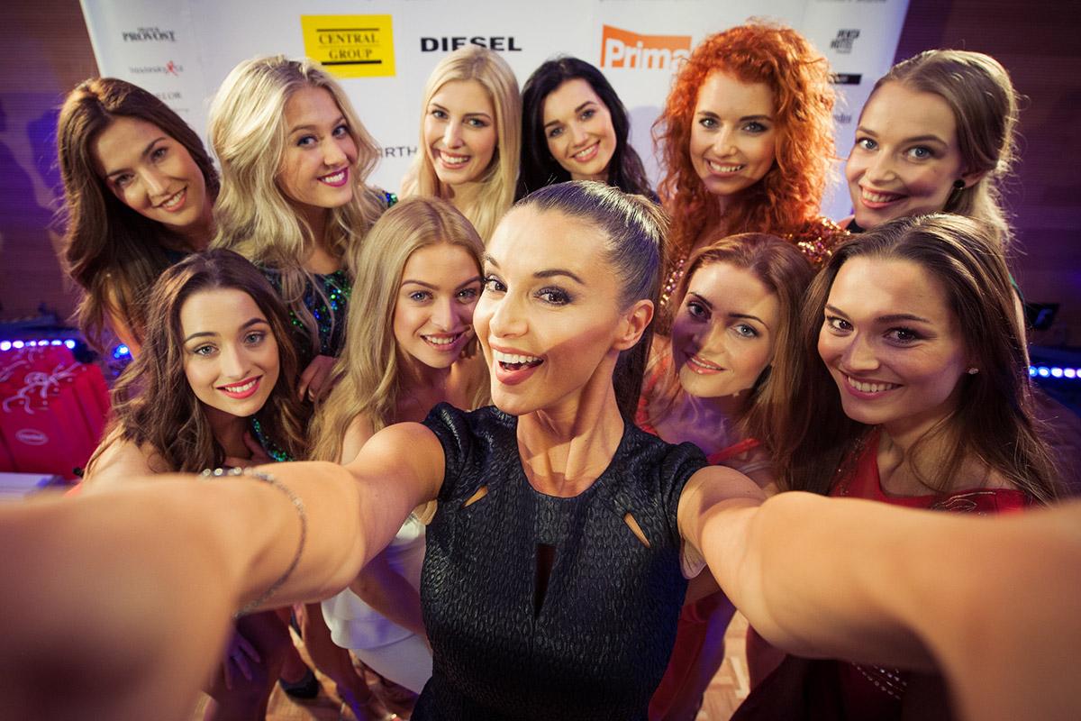 Česká Miss 2016 – podívejte se na finalistky a jejich účesy! Těchto 10 nejkrásnějších dívek se utká o titul Česká Miss 2016, který bude vyhlášena 2. dubna 2016.