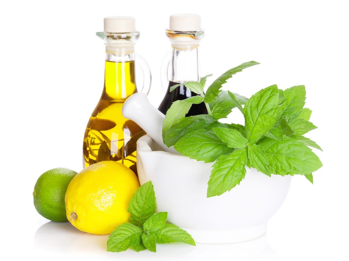 Citron a ocet dodávají vlasům především dokonalý lesk. Citron vlasy zesvětluje, ocet zas revitalizuje vlasovou pokožku.