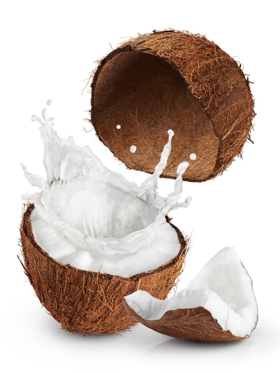 Maska z kokosového mléka obnovuje buňky vlasové pokožky a dodává vlasům lesk.