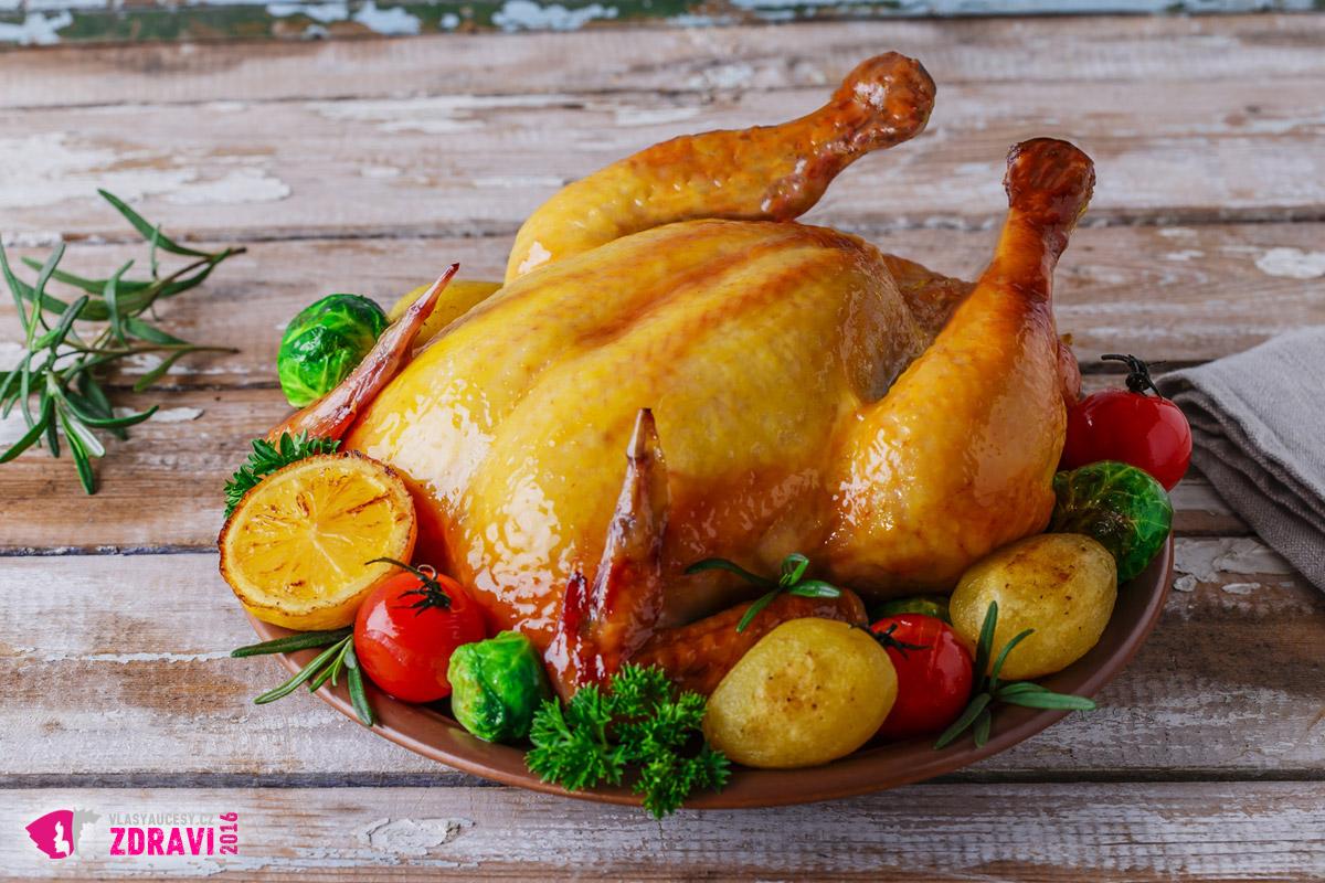 Kuřecí a krůtí maso ovlivní strukturu a tloušťku vlasů. Obsahuje totiž pro jejich růst důležité bílkoviny.