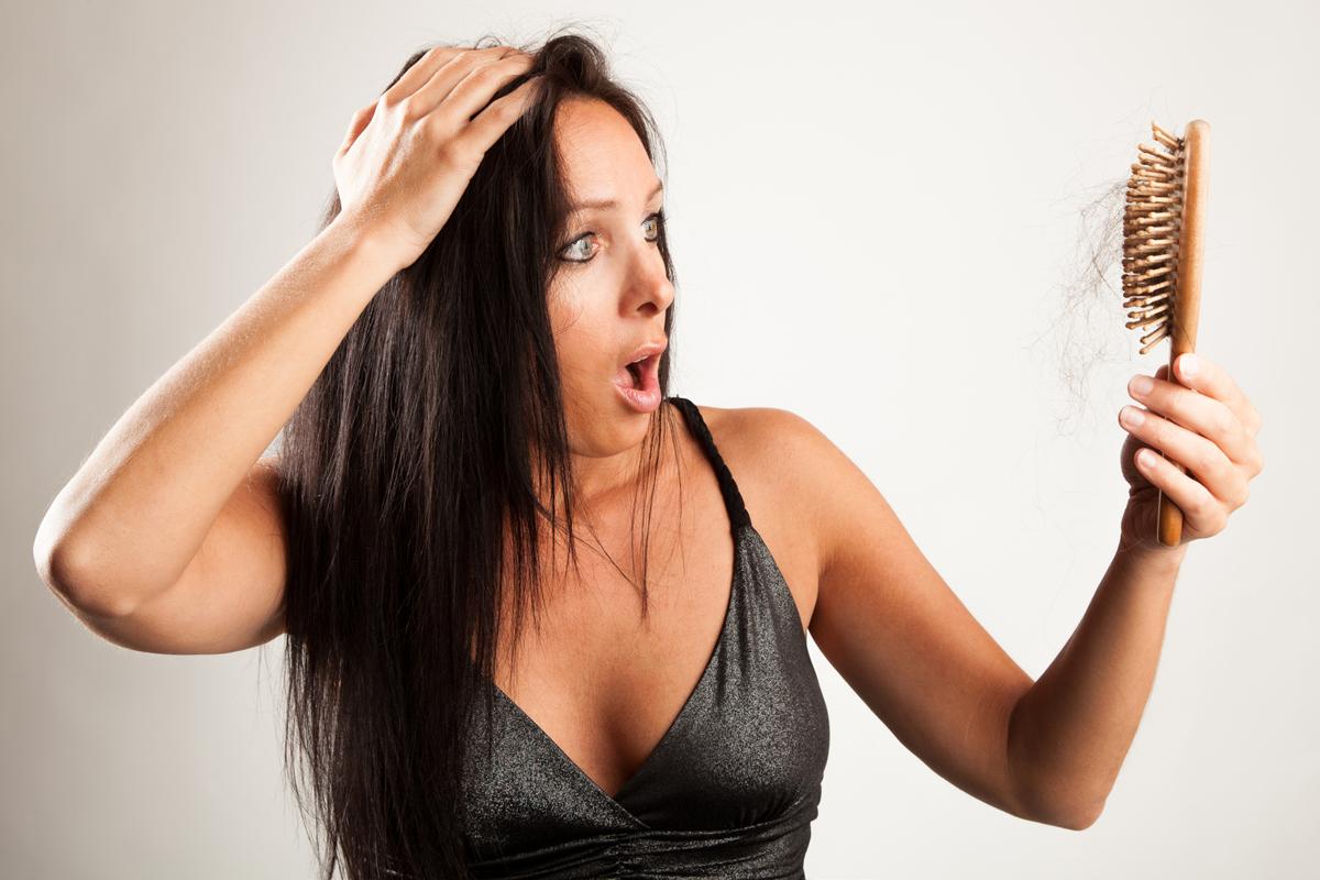 Padání vlasů ze stresu zastaví jenom zastavením stresu. Relaxujte třeba při antistresové omalovánce pro dospělé.