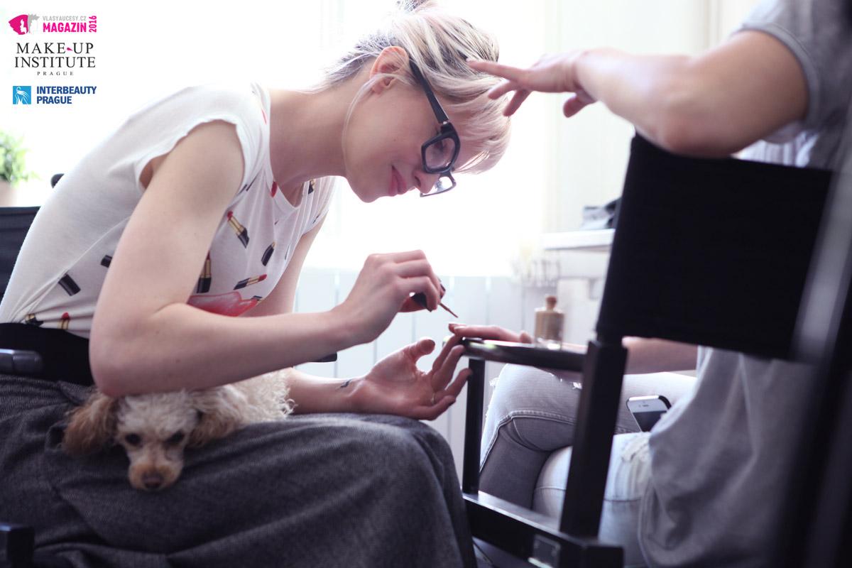 I manažerka Make-up Institute Markéta Davidovich přiložila svou ruku k dílu.