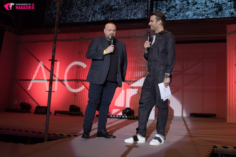 Galavečer AICHI 2016 opět moderoval Leoš Mareš. Na úvod si pozval organizátora AICHI 2016 a majitele Bomton Studií Karla Kadlece