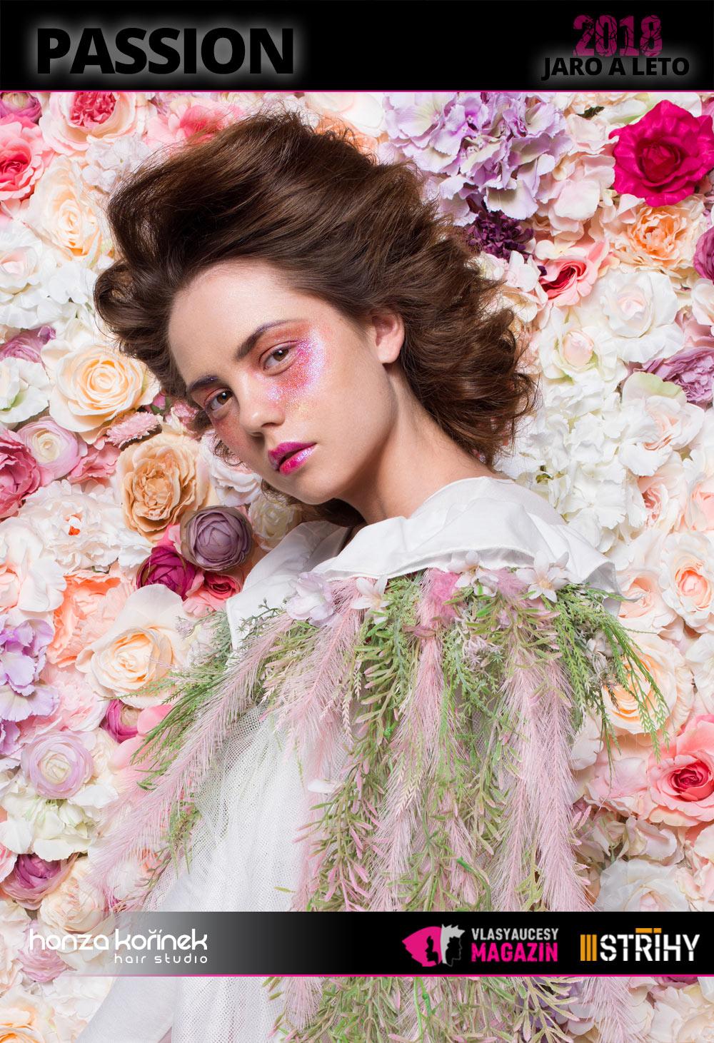 """Honza Kořínek: Passion (S/S 2018): Miluji čerstvé, krásné a voňavé květy. Jejich vůně, tvar a barevnost mne inspirují. Proto jsem se rozhodl je letos hodně zapojit i do své práce,"""" vysvětluje Honza Kořínek. Výčes s objemem sluší zejména při slavnostních příležitostech."""